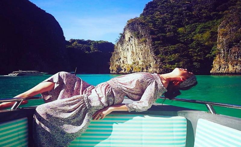 https: img-k.okeinfo.net content 2017 04 07 33 1661848 berlibur-di-phuket-lindsay-lohan-tak-lagi-pakai-bikini-seksi-ao1ZpvgI2V.jpg