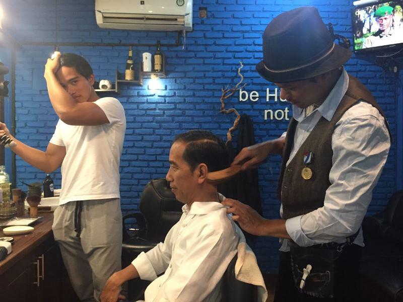 https: img-k.okeinfo.net content 2017 04 14 320 1667898 tips-sukses-memulai-bisnis-barbershop-9wwhGe370g.jpg