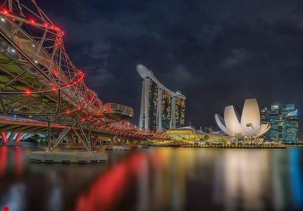 https: img-k.okeinfo.net content 2017 04 16 406 1668857 main-ke-singapura-coba-ke-jembatan-unik-berbentuk-dna-rTq2oD18jV.JPG
