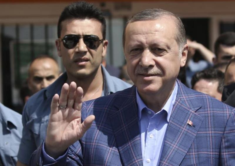 https: img-k.okeinfo.net content 2017 04 17 18 1668993 kelompok-pro-referendum-unggul-konstitusi-turki-akan-berubah-9bSi87Vx07.jpg