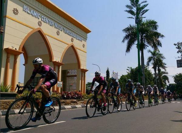 https img k.okeinfo.net content 2017 04 19 406 1671329 ajang balap sepeda tour de lombok berhasil angkat citra wisata ntb di mata dunia 7rfF0ndkgF.JPG