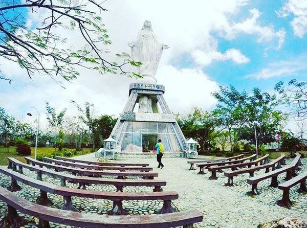 https img k.okeinfo.net content 2017 04 19 406 1671607 tenangkan diri di maumere datanglah ke objek wisata rohani bukit nilo E6TWdPAAvS.JPG
