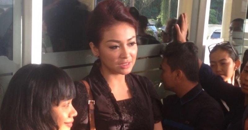 Virnie Ismail Lantunkan Ayat Kursi Untuk Jupe : Okezone