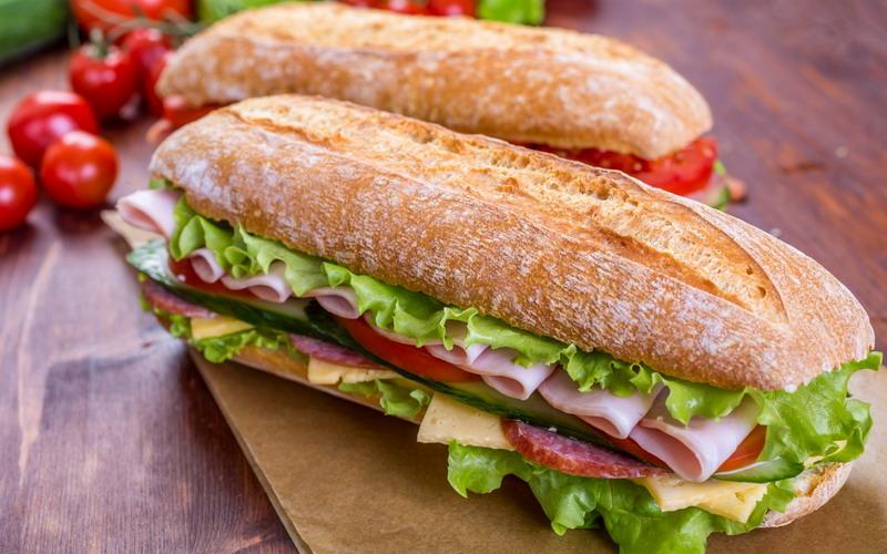 https: img-k.okeinfo.net content 2017 05 03 298 1682479 ngiler-ini-5-sandwich-khas-dari-5-negara-wajib-dicoba-8fvSANuKHe.jpg