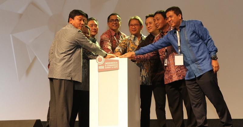 https: img-k.okeinfo.net content 2017 05 09 207 1687396 indonesia-e-commerce-summit-expo-2017-resmi-digelar-19pbrHzIXZ.jpg