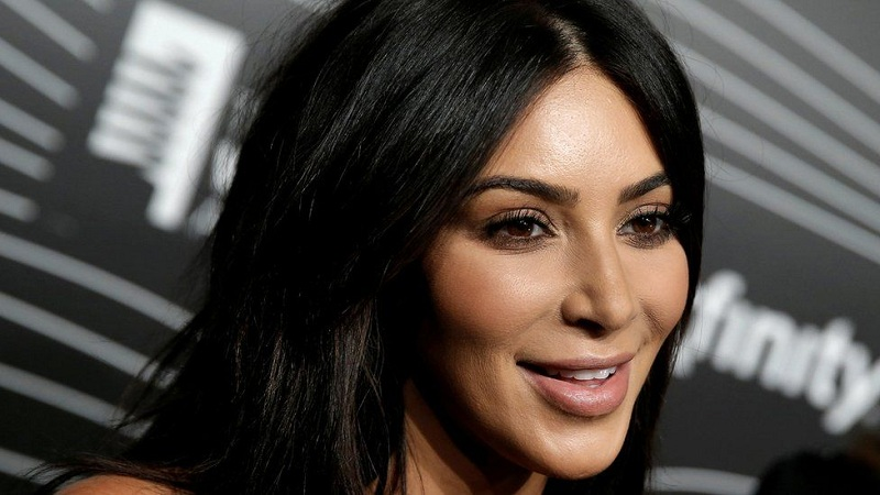 https img k.okeinfo.net content 2017 05 20 33 1695796 foto rayakan 100 juta followers kim kardashian unggah foto anak REe3RHeVQE.jpg