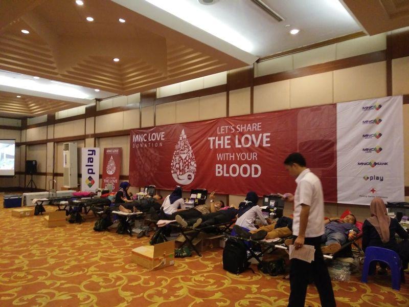 https: img-k.okeinfo.net content 2017 05 23 337 1697760 antusiasme-karyawan-sambut-donor-darah-mnc-group-bersama-pmi-depok-5c1MvLljE4.jpg