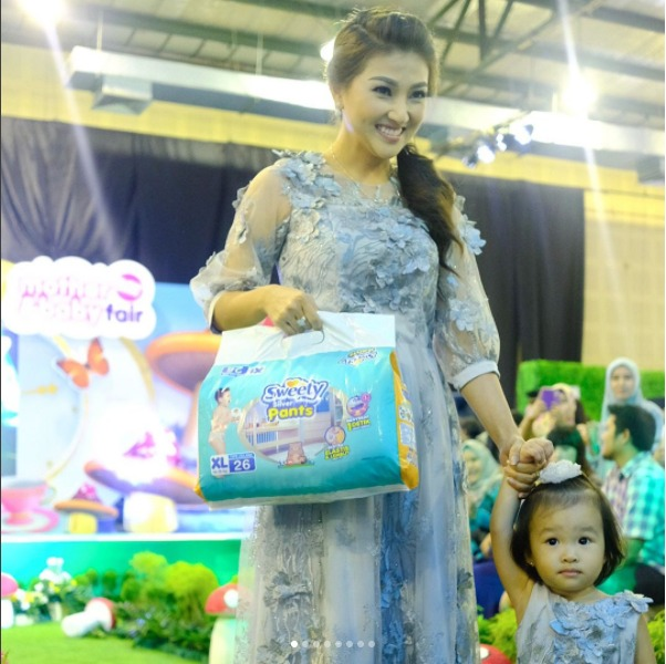 https: img-k.okeinfo.net content 2017 05 24 557 1698774 menikmati-keceriaan-sweety-in-the-wonderland-di-mother-and-baby-fair-2017-vPXuBjq7Ml.jpeg