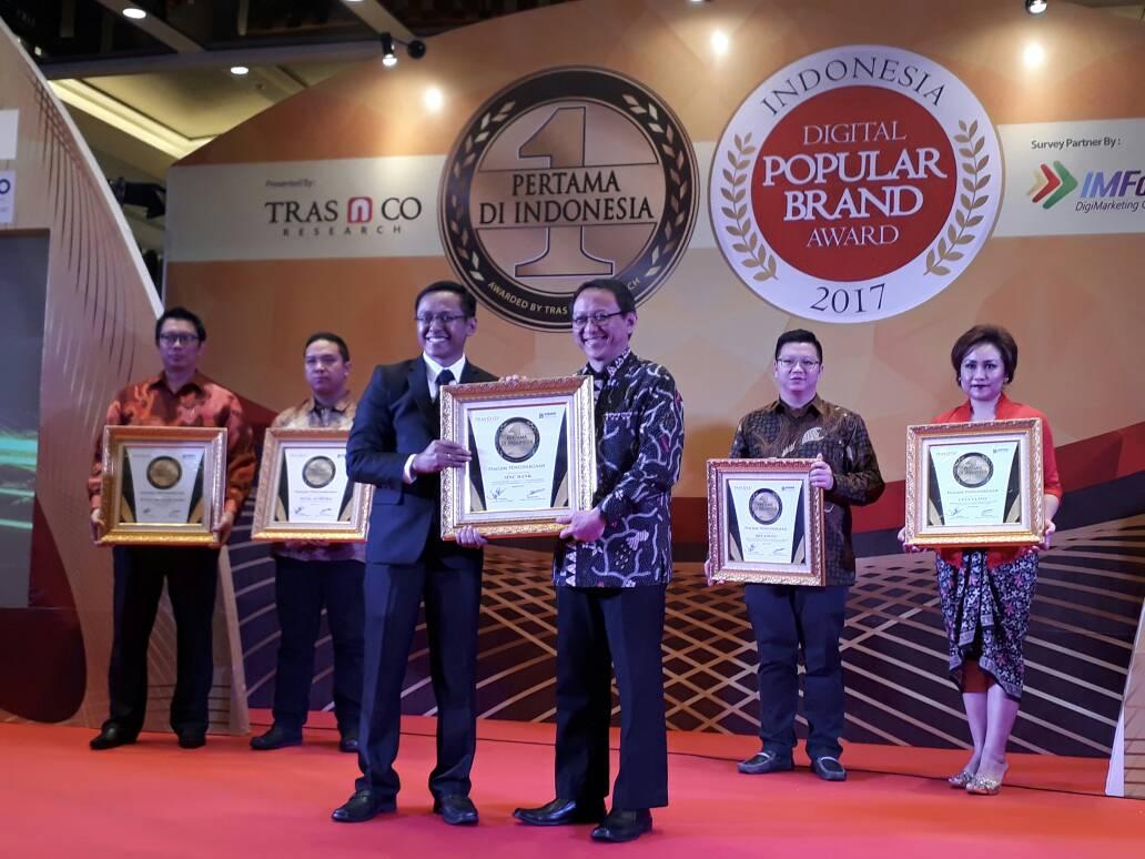 https: img-k.okeinfo.net content 2017 06 08 278 1711454 aplikasi-punyacelengan-mnc-bank-raih-penghargaan-pertama-di-indonesia-WOaM9Lm39U.jpg