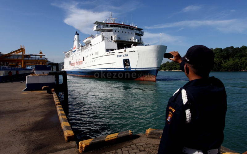 https: img-k.okeinfo.net content 2017 06 13 320 1715318 mudik-2017-asdp-siapkan-58-kapal-ferry-di-pelabuhan-merak-A87NHgwed7.jpg