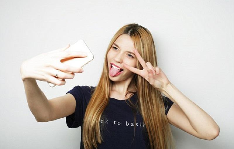 https: img-k.okeinfo.net content 2017 06 15 481 1717134 awas-sering-foto-selfie-bisa-menyebabkan-epilepsi-V6oeZJ2Yvs.jpg