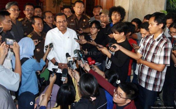 https: img-k.okeinfo.net content 2017 06 19 337 1719427 sebut-hary-tanoe-tersangka-jaksa-agung-dinilai-intervensi-hukum-v4nqmGh7tO.jpg