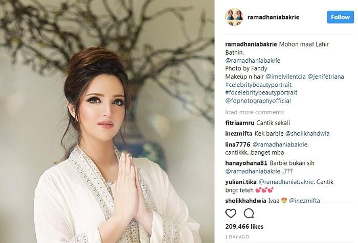 https: img-k.okeinfo.net content 2017 06 25 33 1724573 foto-ucapkan-selamat-lebaran-nia-ramadhani-disebut-mirip-barbie-Tjjdx5GgrO.jpg