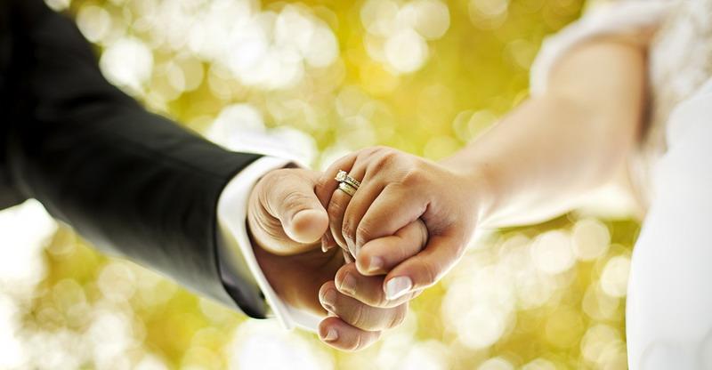 https: img-k.okeinfo.net content 2017 07 07 196 1731349 apakah-kebahagiaan-pernikahan-adalah-tanggung-jawab-istri-lJEqJNDk9V.jpg