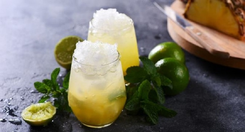 https: img-k.okeinfo.net content 2017 07 11 481 1733384 minum-jus-buah-dengan-es-batu-sehatkah-7zCObN2e72.jpg