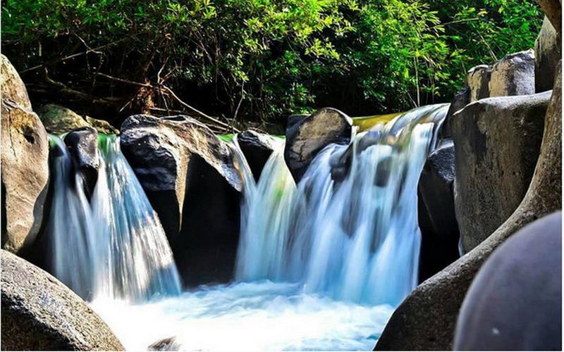 https img k.okeinfo.net content 2017 07 18 406 1738685 uncover indonesia air terjun haman indahnya bak taman air para bidadari gBVjRNeyjG.jpg
