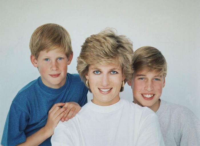 https: img-k.okeinfo.net content 2017 07 24 206 1742526 our-mother-her-life-and-legacy-kisahkan-lady-diana-di-balik-tembok-istana-nJAhUAxN3H.jpg