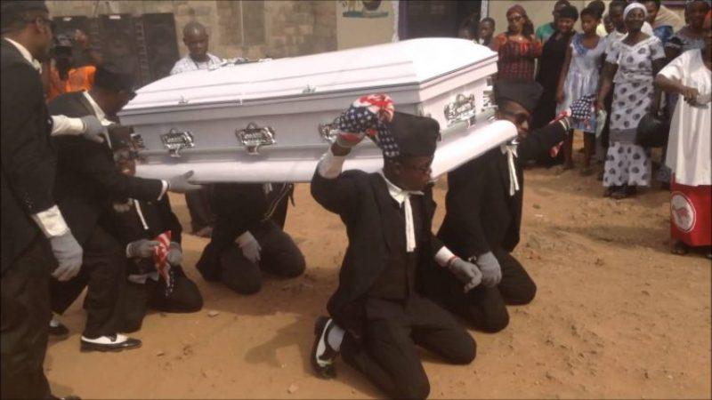 https: img-k.okeinfo.net content 2017 08 02 18 1748747 video-tarian-pengusung-jenazah-ghana-tampilkan-keceriaan-di-tengah-duka-WVgLNQC1s5.jpg