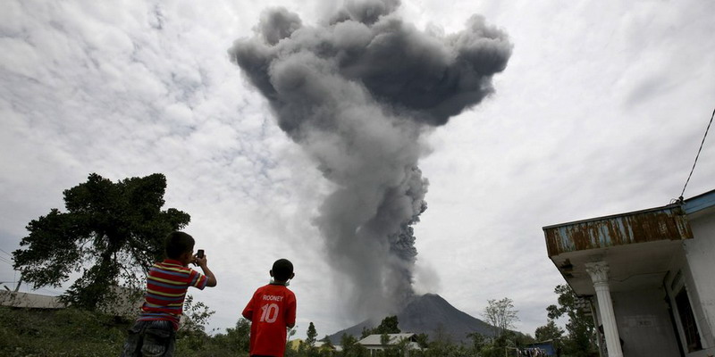 https: img-k.okeinfo.net content 2017 08 08 340 1752167 hari-ini-erupsi-sinabung-memicu-gempa-status-tetap-siaga-iv-NJ70wa49yw.jpg