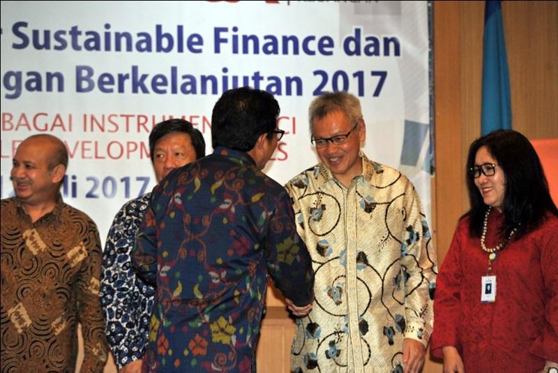 https: img-k.okeinfo.net content 2017 08 08 426 1752269 tingkatkan-daya-tahan-industri-keuangan-indonesia-bca-prioritaskan-pembiayaan-sektor-ramah-lingkungan-kQmzAFImAo.jpg
