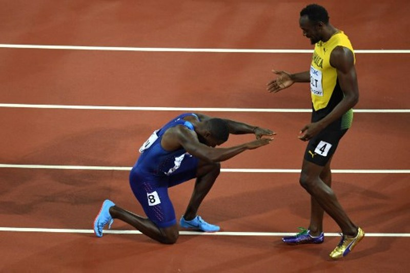 https: img-k.okeinfo.net content 2017 08 08 43 1752055 gagalkan-usain-bolt-raih-emas-di-kejuaraan-atletik-2017-justin-gatlin-tetap-menaruh-hormat-tO7wBQ50Cb.jpg