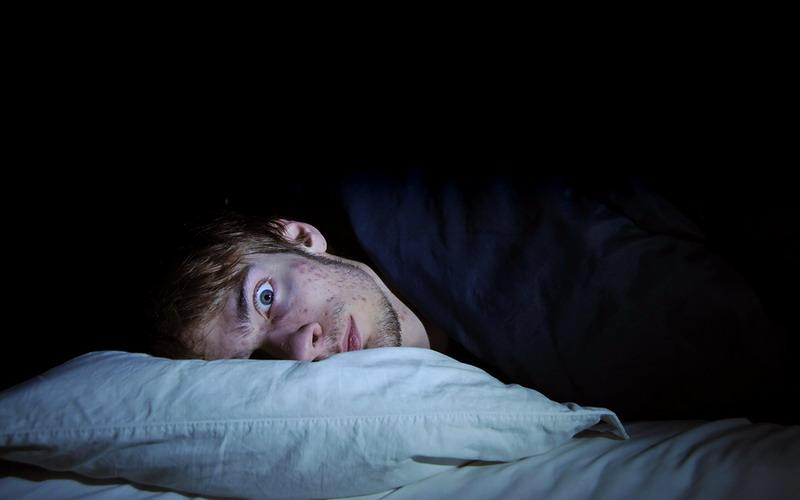 https: img-k.okeinfo.net content 2017 08 08 481 1752057 7-alasan-utama-untuk-tidak-membawa-ponsel-ke-tempat-tidur-bikin-depresi-salah-satunya-e8JRpkmcLu.jpg