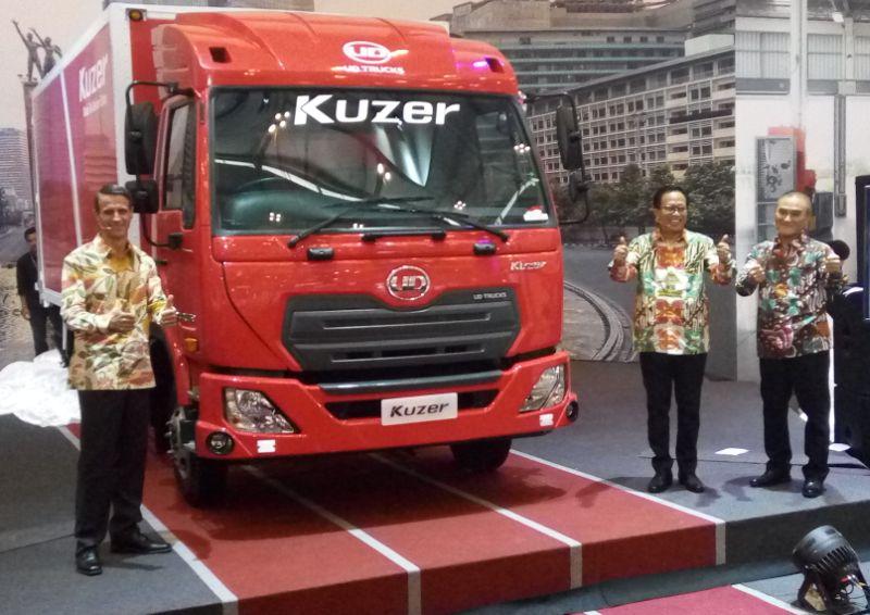 https: img-k.okeinfo.net content 2017 08 12 15 1754703 indonesia-pasar-menggiurkan-truk-pabrikan-jepang-ini-debut-internasional-di-giias-UQynrbhI4V.jpg