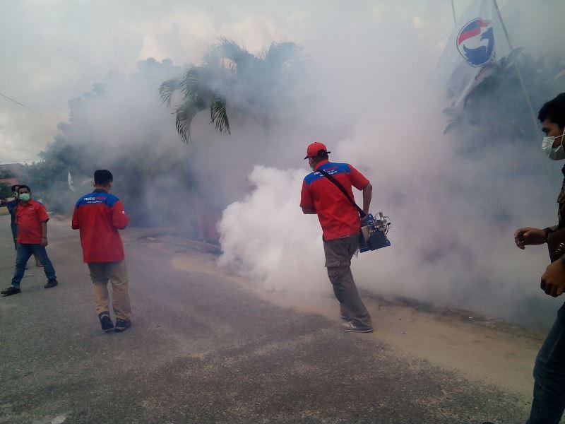 https: img-k.okeinfo.net content 2017 08 12 340 1754679 basmi-nyamuk-mematikan-giliran-kecamatan-pulau-rimau-banyuasin-di-fogging-rescue-perindo-1kBfrX22Pm.jpg