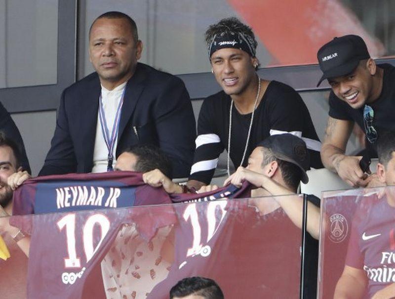 https: img-k.okeinfo.net content 2017 08 12 51 1754605 neymar-dihargai-222-juta-euro-gullit-pada-akhirnya-semua-senang-FqlbyoWZ5j.jpg