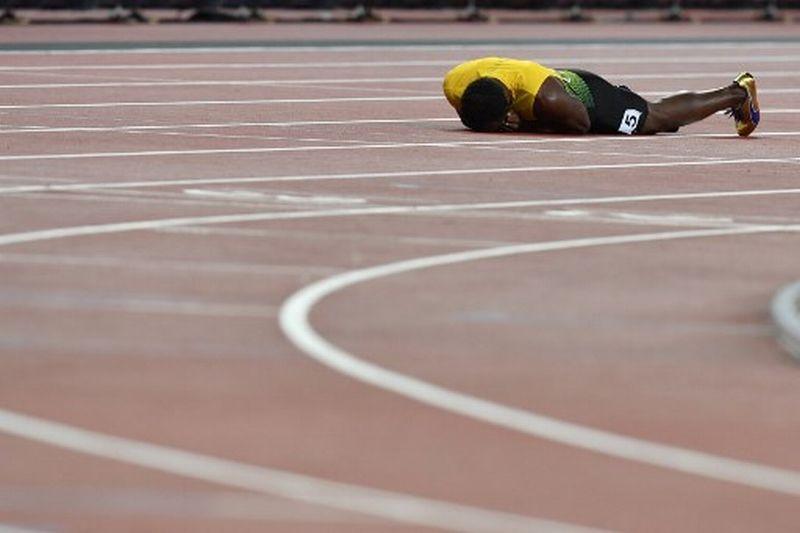 https: img-k.okeinfo.net content 2017 08 13 43 1755169 usain-bolt-alami-kram-di-penampilan-terakhirnya-tim-jamaika-salahkan-panpel-kejuaraan-dunia-atletik-2017-xEWZ4Ipvk7.jpg