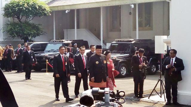 https: img-k.okeinfo.net content 2017 08 17 337 1757597 hari-merdeka-sby-dan-megawati-hadiri-upacara-hut-ke-72-ri-istana-C27kWAf1Cf.jpg
