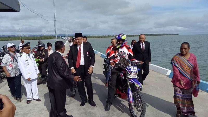 https: img-k.okeinfo.net content 2017 08 17 337 1757628 hari-merdeka-mendes-eko-peringati-upacara-bendera-di-perbatasan-ri-malaysia-mAEs9Alh0G.jpg