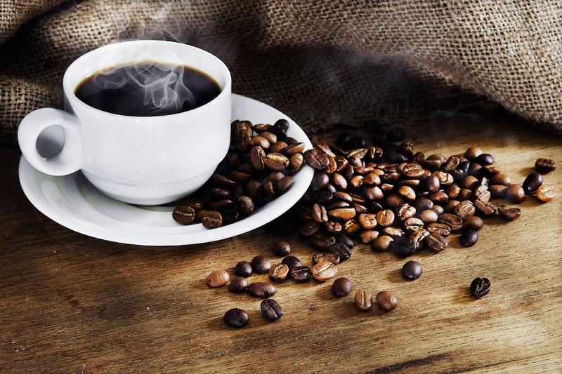 https: img-k.okeinfo.net content 2017 08 26 481 1763590 okezone-week-end-di-balik-manfaatnya-kopi-ternyata-menyimpan-risiko-kesehatan-yang-berbahaya-apa-saja-kgaMnHJW6g.jpg