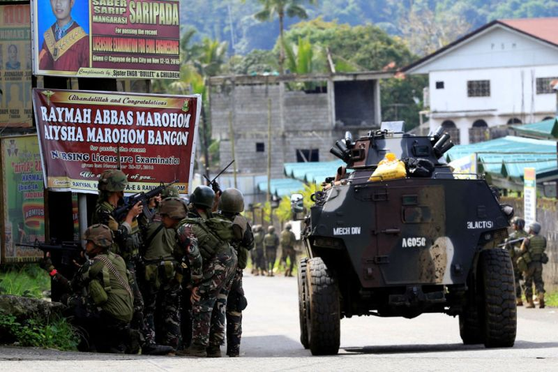 https: img-k.okeinfo.net content 2017 09 01 18 1767408 militer-filipina-klaim-pimpinan-militan-maute-terjebak-di-marawi-gxfVWqm5RN.jpg