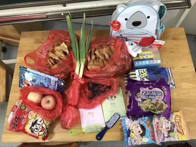 https img k.okeinfo.net content 2017 09 08 298 1771839 lucu bukan buku hari pertama sekolah bocah ini penuhi tasnya dengan daun bawang hingga pancake 3tneGdG9qU.jpg