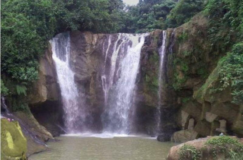 https: img-k.okeinfo.net content 2017 09 12 406 1774561 uncover-indonesia-panorama-curug-munding-kisah-kerbau-jatuh-ke-dasar-air-terjun-yang-melegenda-DYWf553g6z.jpg