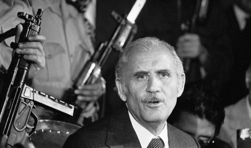https: img-k.okeinfo.net content 2017 09 13 18 1775186 historipedia-tragis-nyawa-presiden-afghanistan-berakhir-di-bawah-bekapan-bantal-xj6TjLfm1u.jpg
