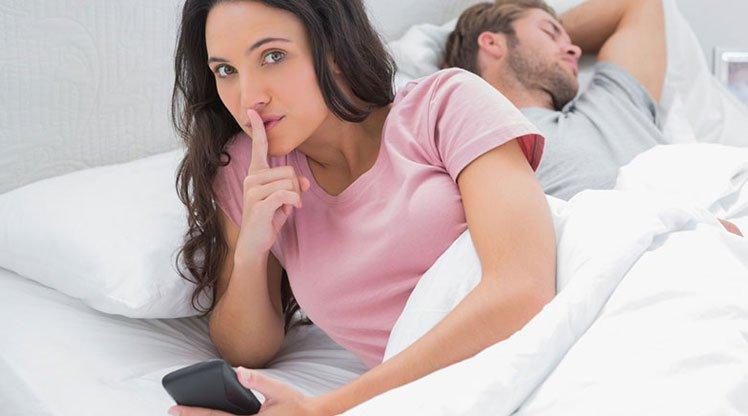 https img k.okeinfo.net content 2017 09 13 196 1774885 4 ciri pasangan anda punya selingkuhan nomor 2 dia terlalu protektif d0m6POSe44.jpg