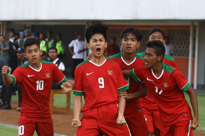 https: img-k.okeinfo.net content 2017 09 13 51 1774897 daftar-23-pemain-timnas-indonesia-u-16-di-kualifikasi-piala-asia-u-16-hamsa-lestaluhu-masuk-skuad-uc8QfcZvwt.jpg