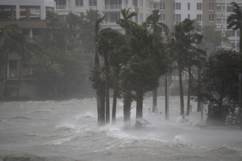 https: img-k.okeinfo.net content 2017 09 14 18 1775978 7-wni-terjebak-di-pulau-virgin-akibat-badai-irma-pemerintah-upayakan-evakuasi-lf97yuUzbJ.jpg