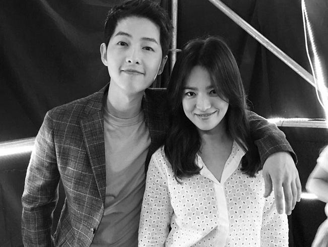 https: img-k.okeinfo.net content 2017 09 14 33 1775794 foto-bikin-baper-ini-potret-romantis-song-joong-ki-hye-kyo-sebelum-menikah-31-oktober-5kSJU7uAu9.jpg