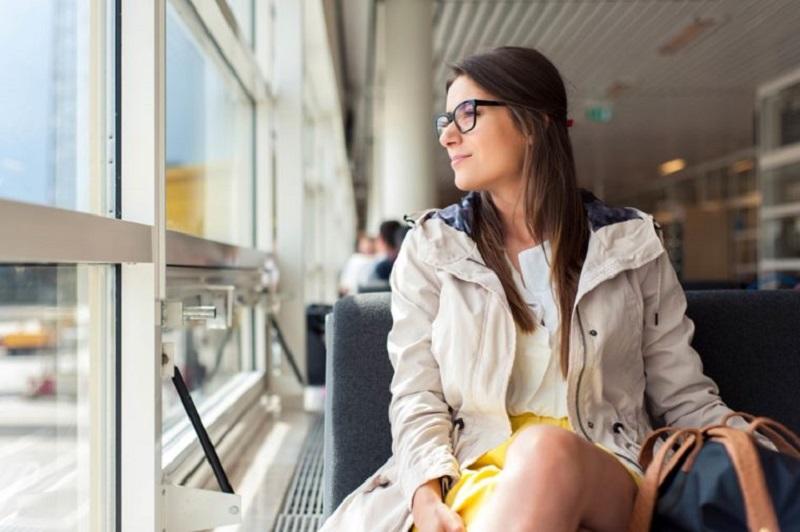 https: img-k.okeinfo.net content 2017 09 15 406 1776430 mempersingkat-waktupemuatan-bagasi-bandara-changi-singapura-segera-terapkan-penggunaan-kacamata-ar-lU3PvOok0t.jpg