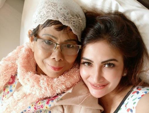 https img k.okeinfo.net content 2017 09 18 33 1777830 foto natalie sarah sempat infokan kondisi ibunda sebelum meninggal dunia S5mdM2Frim.jpg