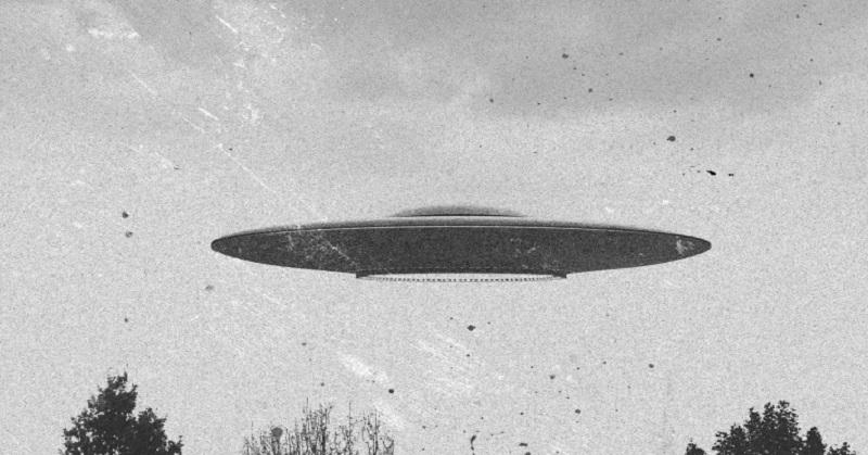 https: img-k.okeinfo.net content 2017 09 18 56 1778358 heboh-ufo-yang-menyala-mirip-petir-tertangkap-kamera-66EhRXinsN.jpg