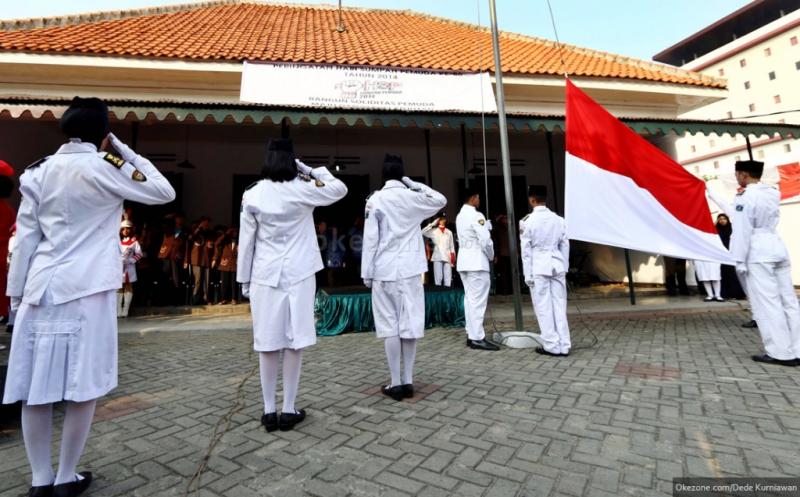 https: img-k.okeinfo.net content 2017 09 19 65 1778795 mantap-pemerintah-segera-berlakukan-nyanyi-lagu-indonesia-raya-tiga-stanza-secara-nasional-di-sekolah-EhkZvSGDNz.jpg