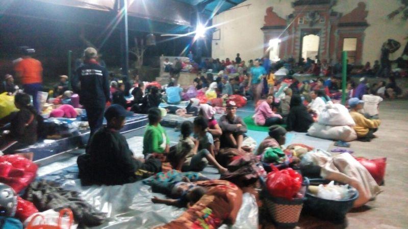 https: img-k.okeinfo.net content 2017 09 24 340 1782111 update-jumlah-pengungsi-gunung-agung-kini-mencapai-43-036-orang-wL87wovXwc.jpg
