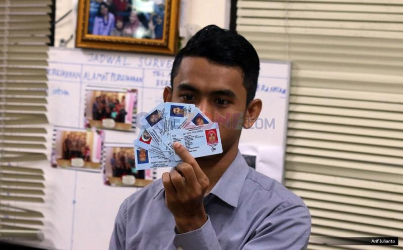 https: img-k.okeinfo.net content 2017 10 04 340 1788641 warga-di-perbatasan-miliki-ktp-ganda-ri-malaysia-polisi-ini-bisa-jadi-masalah-serius-o6dXoKgRep.jpg