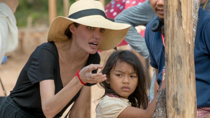 https: img-k.okeinfo.net content 2017 10 06 206 1789917 film-indonesia-siap-bersaing-dengan-karya-angelina-jolie-di-foreign-language-oscar-2018-98LxOCmMAj.jpg