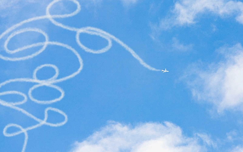 https: img-k.okeinfo.net content 2017 10 06 406 1790549 uji-keterampilan-menerbangkan-pesawat-perlombaan-ini-tantang-pilot-buat-lukisan-di-langit-8xHPlYE5xJ.jpg