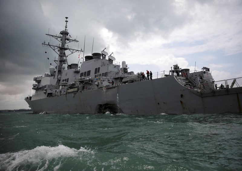 https: img-k.okeinfo.net content 2017 10 11 18 1793127 komandan-kapal-perusak-as-yang-menabrak-kapal-tanker-di-singapura-dibebastugaskan-riJ5Gp00pt.JPG
